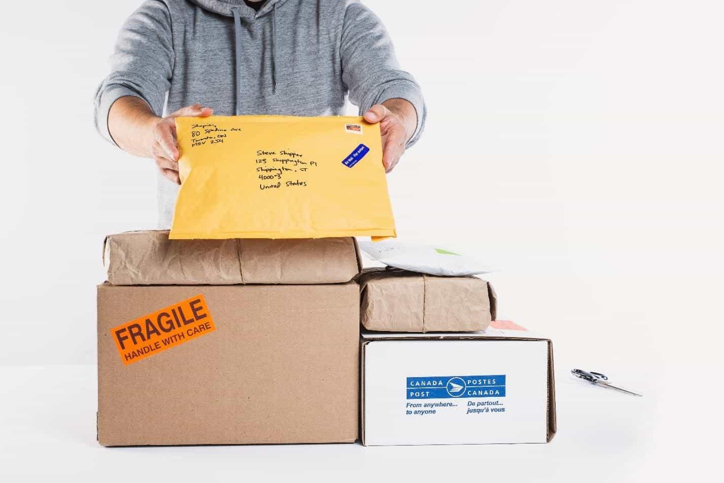 a dropshipper handling return packages.